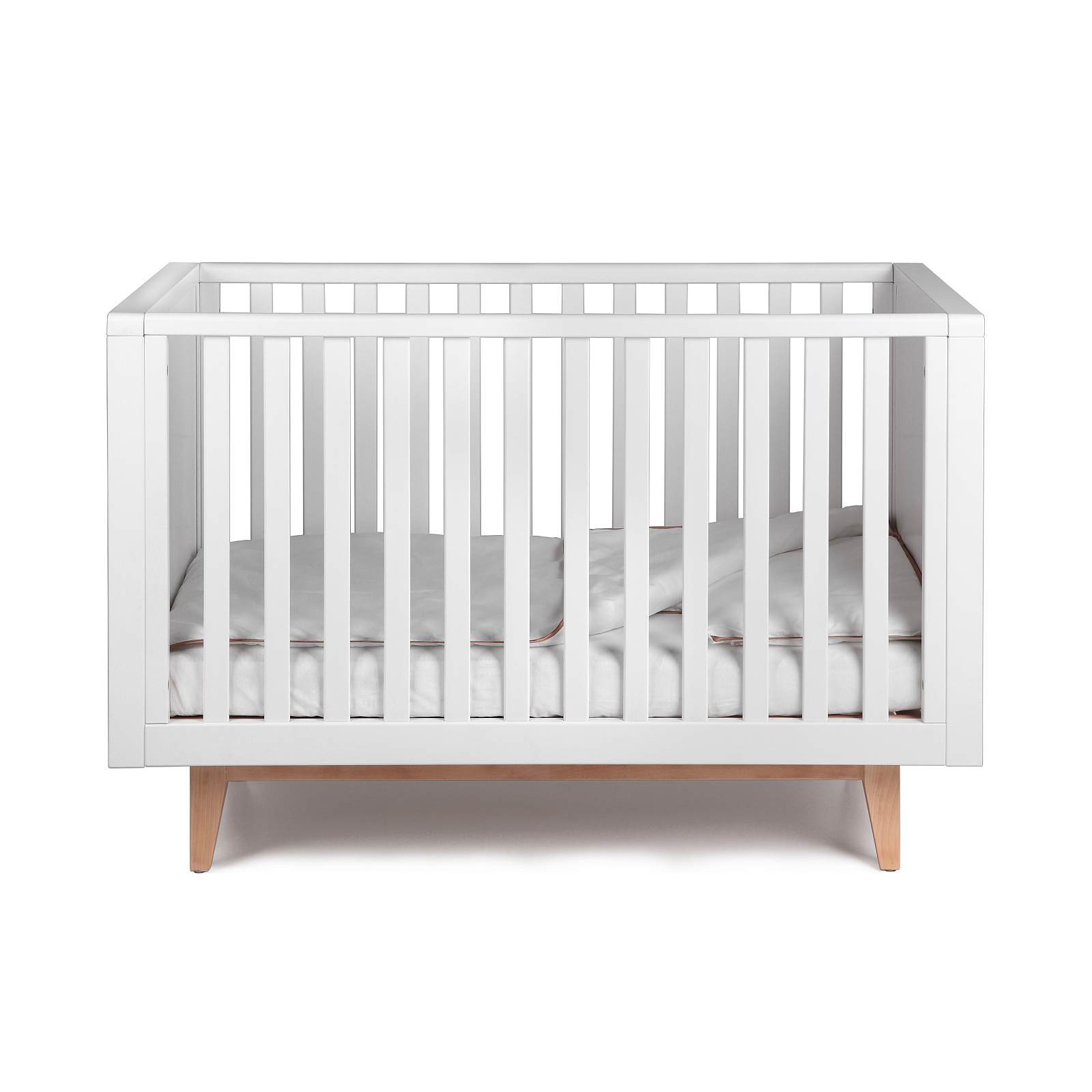 Troll Scandy baby cot in white side on with linen